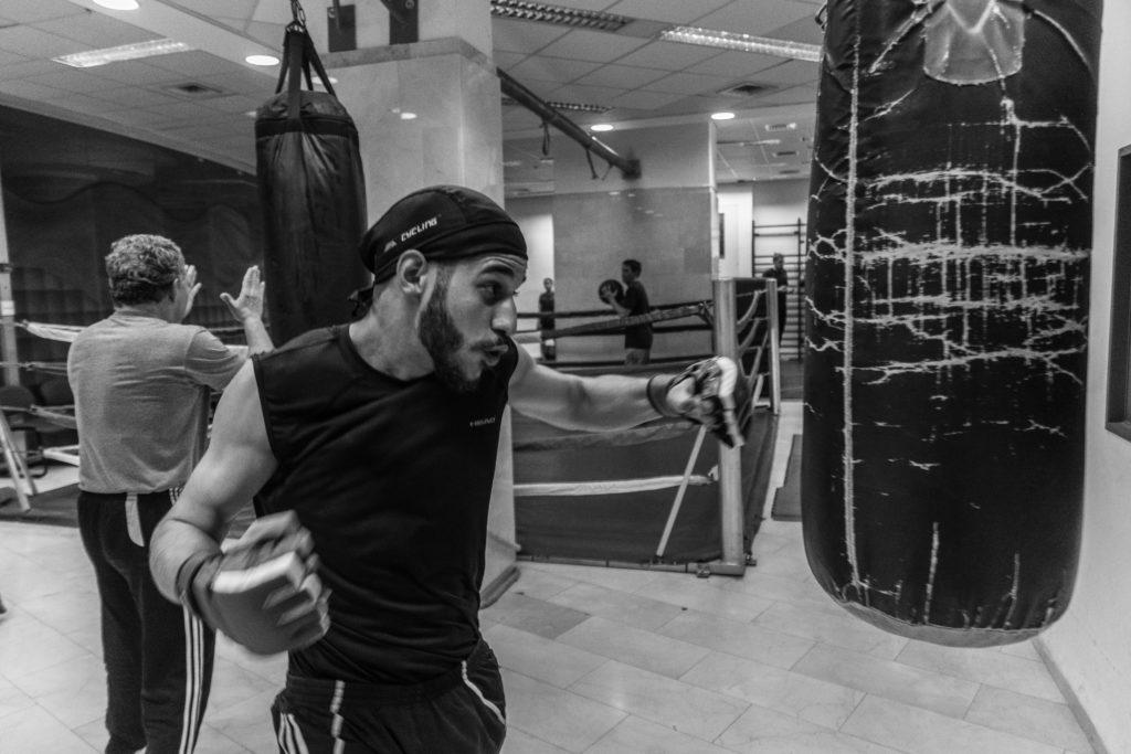 Het gebruik van MMA hanschoenen of Free Fighting gloves op de bokszak is niet ongebruikelijk...